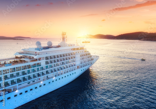 Canvas Print Aerial view at the cruise ship during sunset
