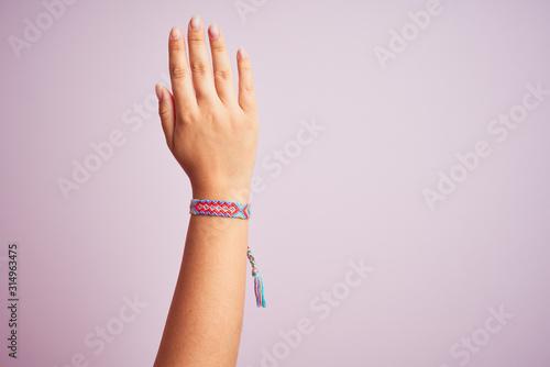 Foto Model arm with beautiful handmade colorful bracelet on wrist
