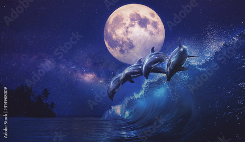 Fotografía Beautiful night ocean with playful dolphins leaping on surfing wave and full moo