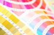 扇状に広げた沢山のカラーチャート。彩り、カラフル、デザイン、コーディネイト、イメージ