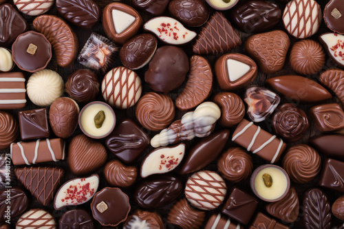 mata magnetyczna mix chocolate candy, sweet snack, food background.