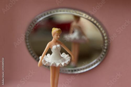 Obraz na plátně pink music box with ballerina and a mirror