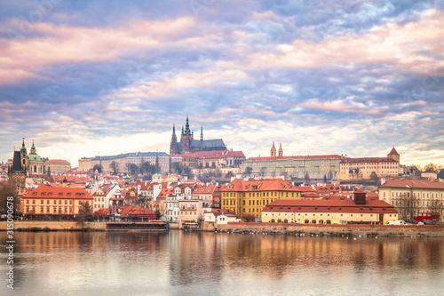 Fototapeta Praga  prague-castle-above-vltava-river-early-morning-with-beautiful-sky-czech-republic-europe