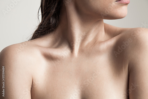 Fotomural close up of woman neck and shoulders natural beauty skin