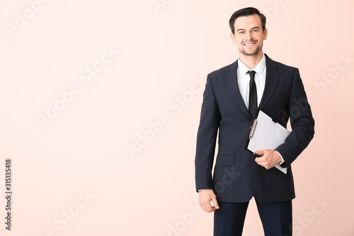 Male real estate agent on color background Fototapete