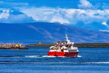 Whale Watching Ship Breakwater...