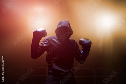 Fotografía Fighter without a face is standing with his hands up