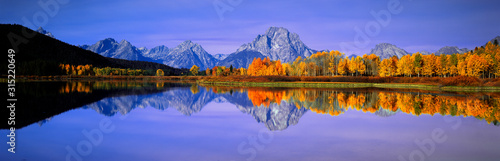 Valokuva Grand Tetons and reflection in Grand Teton National Park, Wyoming