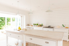 Simple White Home Showcase Kit...