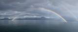 Fototapeta Tęcza - arco iris doble en el mar con cielo nublado