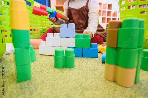 Photo ブロックで遊ぶ子ども