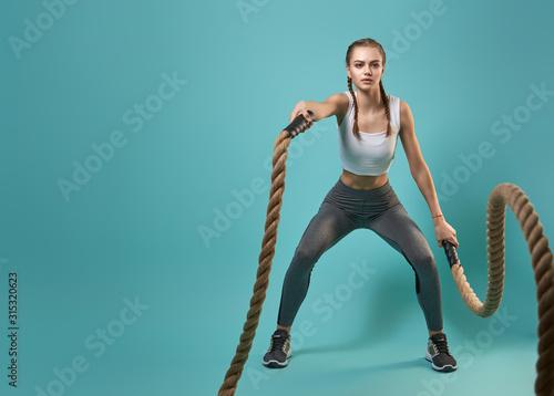 Cuadros en Lienzo woman doing crossfit exercises