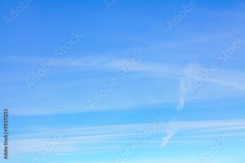 Fotomural  clear blue sky in the spring day