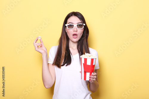girl with popcorn on a colored background Wallpaper Mural