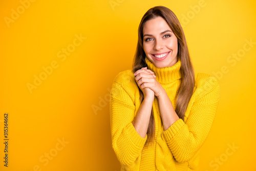 Photo Portrait of cheerful candid girl feel grateful admire gift present she get on ho