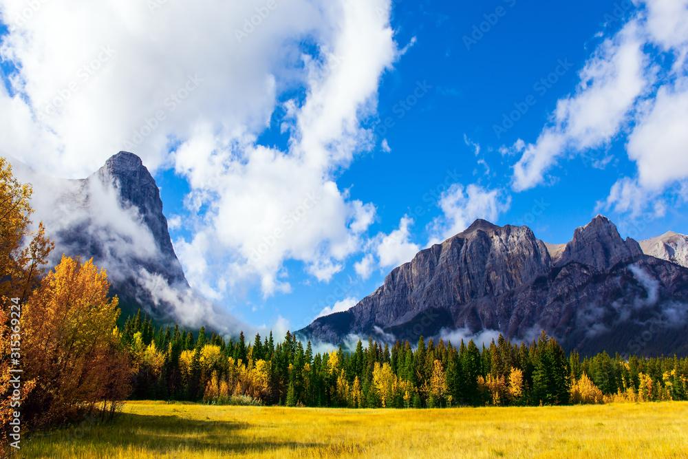 Fototapeta The majestic Rocky Mountains