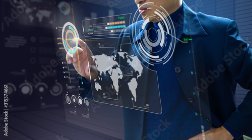 Photo Businessman in front of futuristic virtual modern computer touch screen or augme