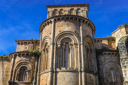 Photo Close up on a apse of Santa Juliana Church and monastery in Santillana del Mar t