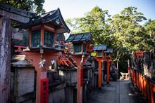 Japan, Kyoto Prefecture, Kyoto City, Row Of Old Lanterns In?Fushimi Inari-taisha Temple