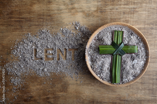 Fotografía Lent word written in ash, dust as fast and abstinence period concept