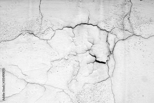 Fotografie, Obraz Textura grunge de parede branca com rachaduras em preto e branco.