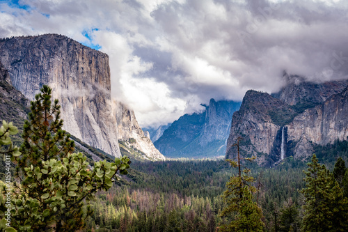 Yosemite Valley in October. Classic Tunnel View. Canvas Print