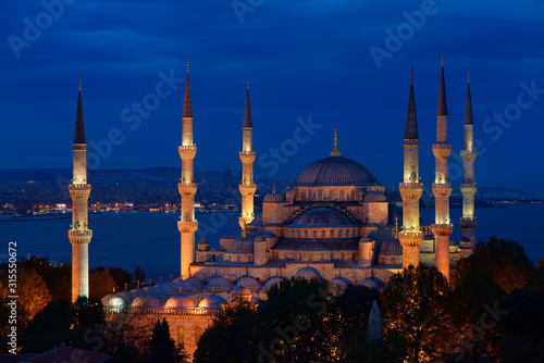 Fotomural Blue Mosque with lights at dusk on the Bosphorus Sultanahmet Istanbul Turkey