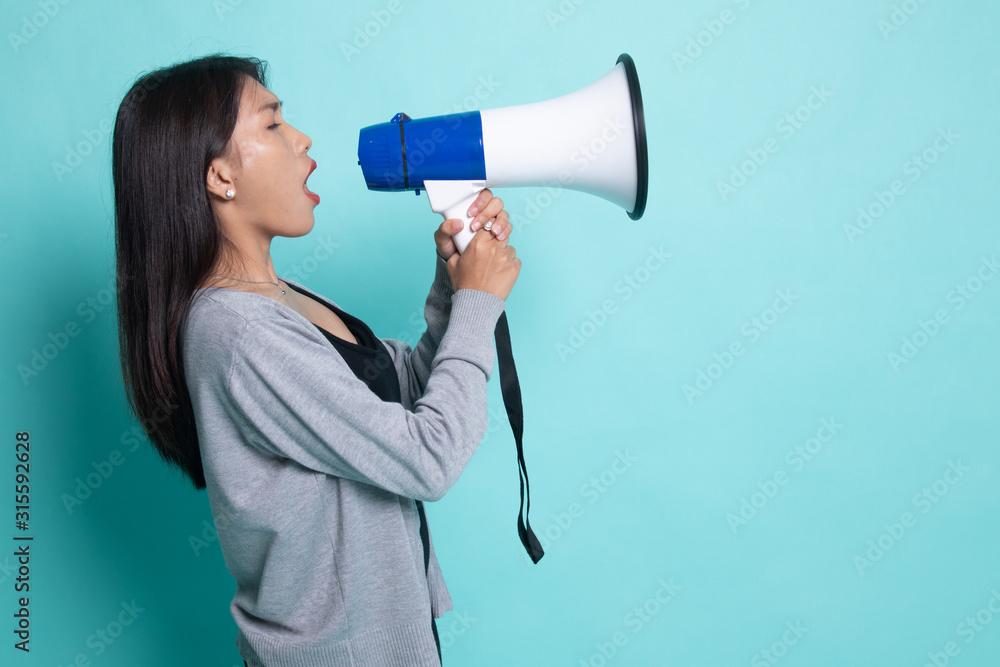 Fototapeta Beautiful young Asian woman announce with megaphone.