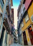 Fototapeta Uliczki - Narrow Street In Porto, Portugal