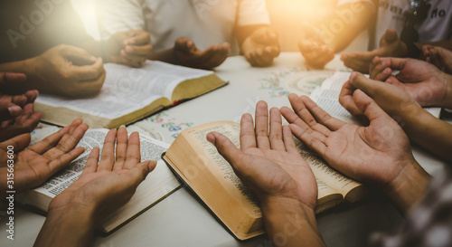Foto Christian Bible Study Concepts in churches.