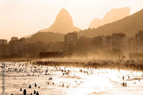 Photo Copacabana Beach at sunset in Rio de Janeiro, Brazil