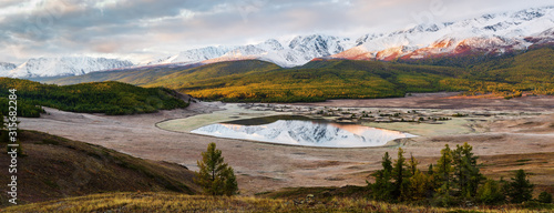 Photo Panorama of the North Chuysky ridge and lake Dzhangyskol at dawn