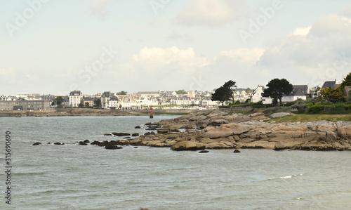 Fototapeta Concarneau ses remparts son port de plaisance sa ria ses rochers dans le Finistère en Bretagne ville close au bord de l'Océan Atlantique obraz na płótnie