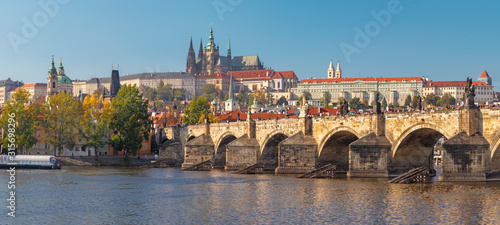 Tela Prague - The panorama of Charles Bridge, Castle and Cathedral withe the Vltava river