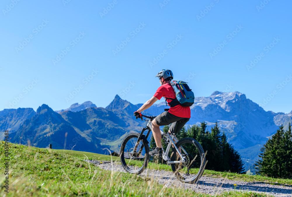 Fototapeta Mountainbiken in den Montafoner Bergen