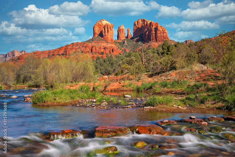 Fototapeta Cathedral Rock Viewed From Red Rock Crossing 1