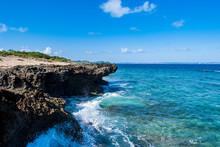 青く透き通った海の海...