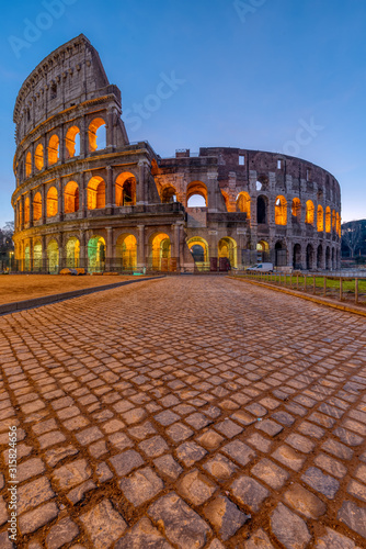 The famous Colosseum in Rome at dawn Fototapete