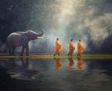 Tajlandia Buddyjscy mnisi chodzą zbierając jałmużnę ze słoniem, jest tradycją religii Buddyzm na wiarę Tajów