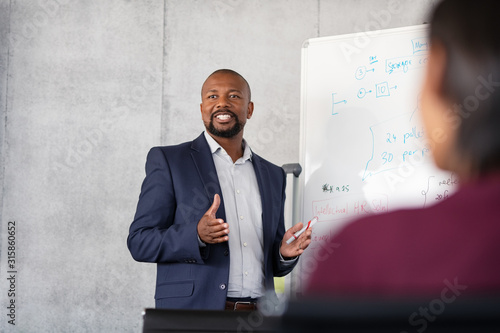 Obraz Mature african businessman training employees - fototapety do salonu