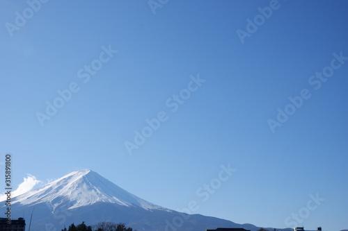 雪の積もった富士山 Canvas Print