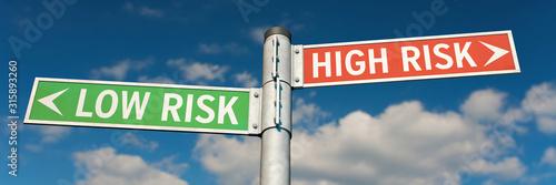 Fotomural Guide posts LOW RISK or HIGH RISK