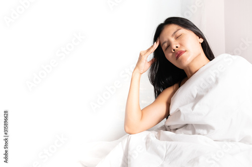 Fototapety, obrazy: Woman with headache with blank on the left