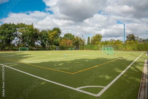 Obraz Fußballplatz  - Trainingsplatz im Freien - fototapety do salonu