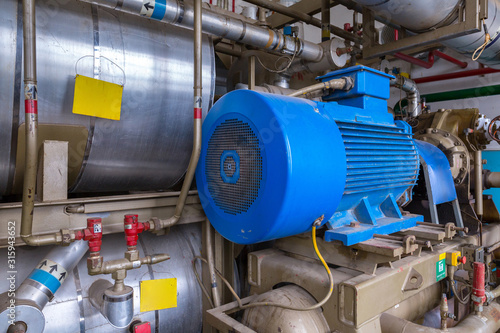 Fototapeta The screw ammonia compressor are specifically engineered to deal with industrial refrigeration installations. Exceptional reliability, high performance and low operating costs. obraz