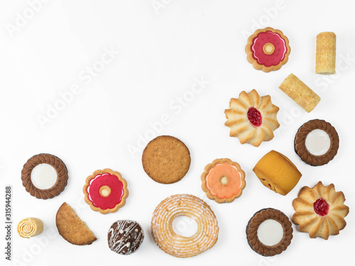 Photo An assorty of sweet baking on a white background