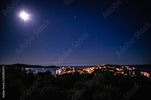 Fototapeta Dorf bei Nacht obraz
