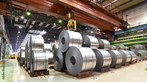 Fototapeta Blechrollen im Stahlwerk - Transport und Logistik // industrial plant for the production of sheet metal in a steel mill obraz
