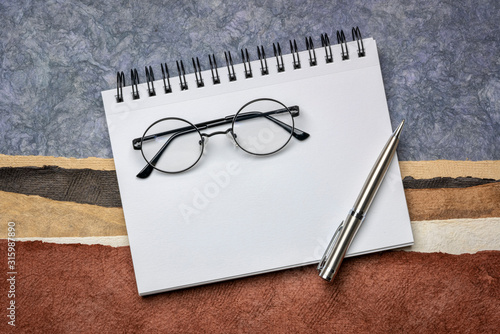 Cuadros en Lienzo blank spiral art sketchbook with coffee