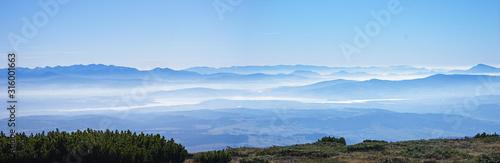 Panorama gór Tatr Karpat ze szczytu Babiej Góry